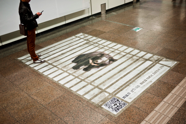 Green-korea-ambient-marketing-alternatif-supernormalvoice-we-love-bear-QR-code-tag-10-600x401