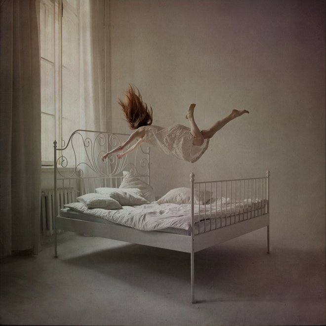 distorted gravity-anka zhuravlea
